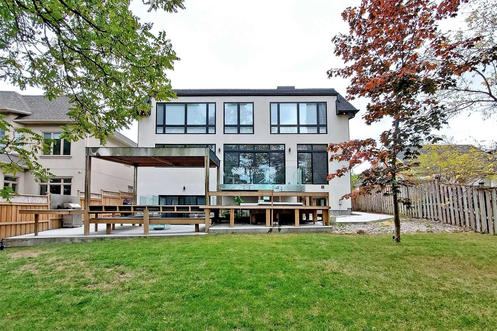homes near 90 upper Canada Drive